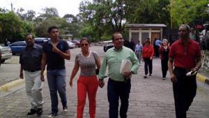 David Romero llegò a los tribunales acompañado de su esposa, abogado y amigos.