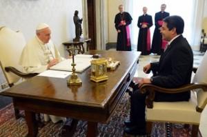 El mandatario hondureño  en su visita al Papa en el año 2013.