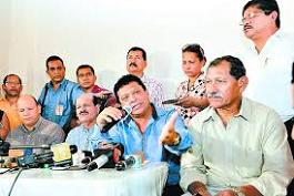 Los dirigentes de las centrales obreras consensuaron su participación en el diálogo convocado por el gobierno.