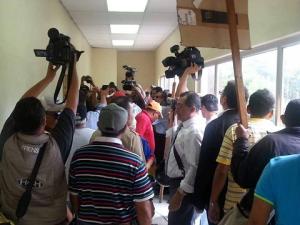 La Sala IV donde se llevaba a cabo el juicio oral y público contra Romero Ellner, fue irrumpida por la muchedumbre.