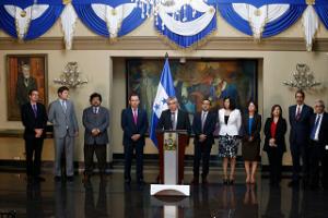 Autoridades del actual gobierno con personeros del Fondo Monetario Internacional (FMI)
