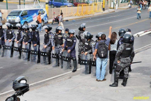Los accesos a Casa Presidencial continúan cerrados y la vaya policial y militar se mantiene en la zona.