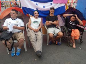German Ayala y Gerson Suazo (al centro),  son quienes  acusan a Wilfredo Mendez de infiltrado.