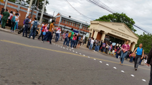 Desde las 5 AM están tomadas las instalaciones de la UPN-FM en Tegucigalpa.