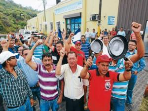 Gobierno nacionalista pretende desconocer derechos laborales adquiridos por empleados del SANAA.
