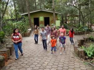 Las familias nacionales y extranjeras visitan el Zoologico Rosy Walter en Tegucigalpa, Honduras