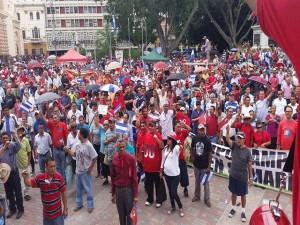 La multitudinaria protesta concluyó en la plaza central Francisco Morazán.
