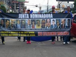 Los maifestantes repudiaron la conformación de la Junta Nominadora para la elección de los magistrados de la Corte.