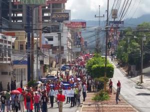 La movilización paralela inició en el bulevar Morazán y concluyó en la plaza Francisco Morazán.