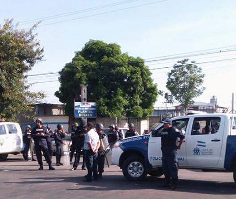 La policía llegó desde temprano con órdenes de desalojar d866af9fb5f