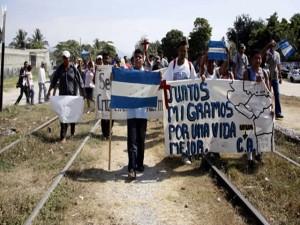 Los Hondureños huyen de la miseria y violencia que impera en Honduras.