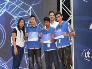 El equipo ganador propone APP para traducir lenguaje de señas.