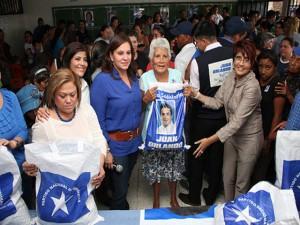 """El programa """"Vida Mejor"""" está siendo utilizado para el proyecto continuista del presidente Hernández."""