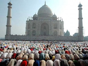 Muslims offer prayers in front of the Taj Mahal at Agra, India, Wednesday, Oct. 25, 2006. Millions of Muslims around the world celebrated the end of the holy fasting month of Ramadan with prayers and feasts. (AP Photo) INDIA EID AL FITR