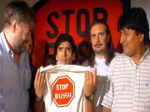 El ahora presidente de Bolivia Evo Morales y Diego Maradona llegaron juntos al evento