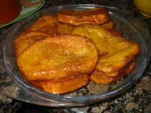 Las dulces torrejas de pan o de pinol se disfrutan en esta época.