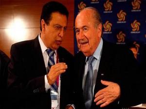 En la gráfica, Alfredo Hawit junto a Joseph Blatter, quien ha sido suspendido de la presidencia de la FIFA.