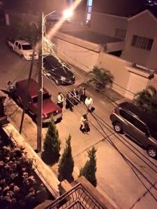 La imagen muestra a los diputados cuando salían de la casa de Mauricio Oliva.