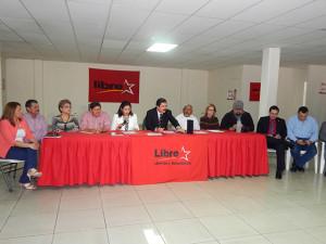 Durante la conferencia de prensa, el coordinador de Libre resaltó los yerros del actual gobierno nacionalista.