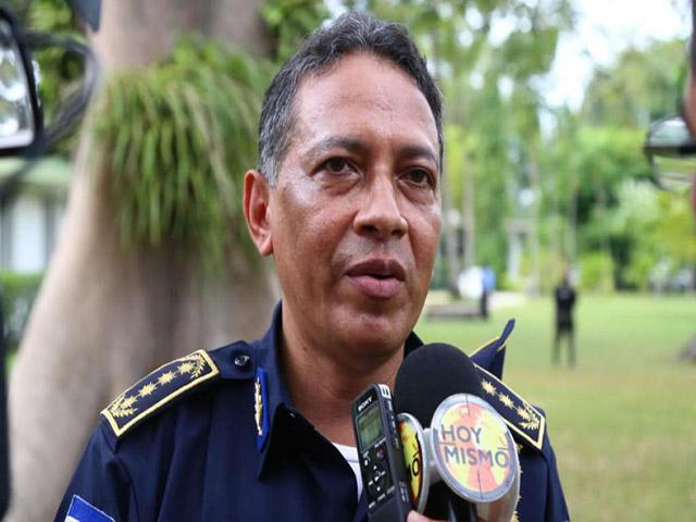 Amenazas a muerte obligan a comisionado de policía Leandro Osorio a abandonar el país
