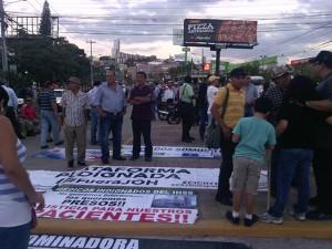 Mantas, pancartas, antorchas y consignas listas para emprender la caminata del pueblo en la exigencia por la CICIH
