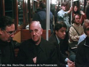 El Papa Francisco viaja en tren