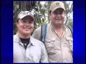 Tony junto a su hermano el presidente, juan Herández.