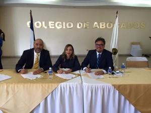 Virgilio Padilla, Suyapa Barahona y Mario Roberto Urquía cuando firmaban la alianza