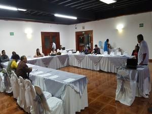 Juan Almandares Bonilla, dialoga con los representantes de los medios de comunicación