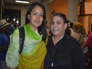 Olivia Zúniga Junto a la Mariposa revolucionaria salvadoreña, voz oficial de Radio Venceremos
