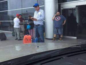 A Ponce Morazán lo recibieron en el aeropuerto con la nota de su despido