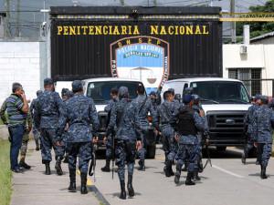 La militarización de los centros penales ha disparado la violación de los derechos humanos