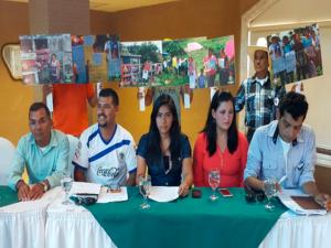Los pobladores de Azacualpa, La Unión, Copán al momento de leer el comunicado.