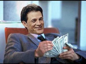 Cash Luna vive de escándalo en escándalo