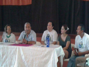Padre Melo junto a algunos de sus colaboradores en la radio
