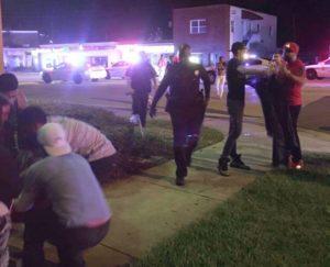La policía confirmó que el atacante murió en el mismo lugar
