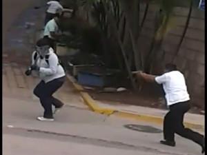 Este guardaespaldas disparó contra los estudiantes y no al suelo como lo dijeron anoche en Televicentro