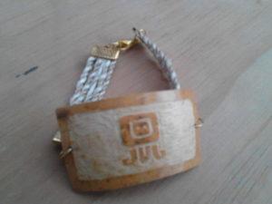 """Esta pulsera con motivos mayas es muy pedida cuenta """"el Mexicano"""""""