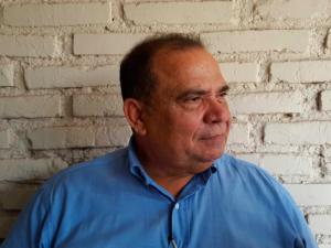 El periodista David Romero denunció durante la conferencia de prensa que ahora el gobierno quiere cerrar Radio Globo.