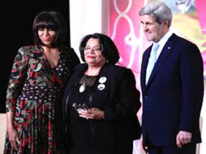 Julieta Castellanos aparece junto a Michelle Obama y el subsecretario de Estado John Kerry