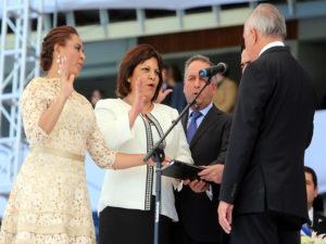 Lorena Herrera, primera de la izquierda cuando presentaba su pronmesa de ley junto a los otros dos designados
