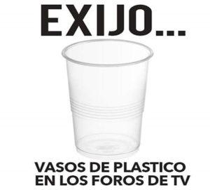 De hoy en adelante los foros o espacios televisivos donde esté Marvin Ponce los vasos deberán ser de plastico
