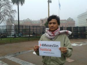 Desde Argentina donde está estudiando Salvador reclama y pide justicia para el asesinato de su madre.