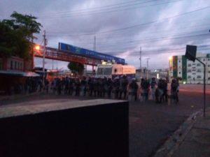 La policía llegó desde las 5 de la mañana para proceder al desalojo.