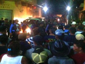 La policía nacional llego repartiendo toletazos contra los manifestantes que solo exigen sus derechos