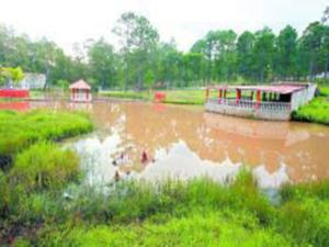 Esta laguna artificial es parte de la residencia de Chimirri en la comunidad de Las Tres Rosas, en el municipio de Valle de Ángeles, F.M.