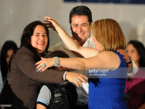 La exprecandita nacionalista, Eva y su hermana Loreley Fernández fuerton las primeras en unirse a Juan Hernández, tras la contienda interna de 2012.
