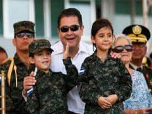 El proceso de militarización comienza con los niños y niñas de las escuelas en el programa Guardianes de la Patria