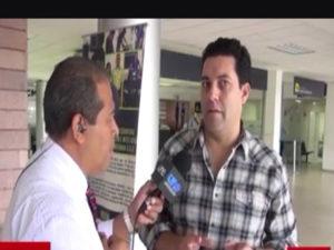 Juan Diego Zelaya fue incapaz de responder a la lógica mostrada por el periodista Cesar Silva de UneTV