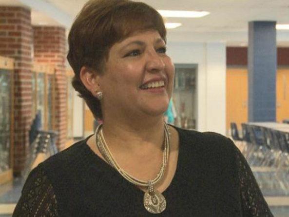 Hondureña es elegida como maestra del año en Virginia,  Estados Unidos